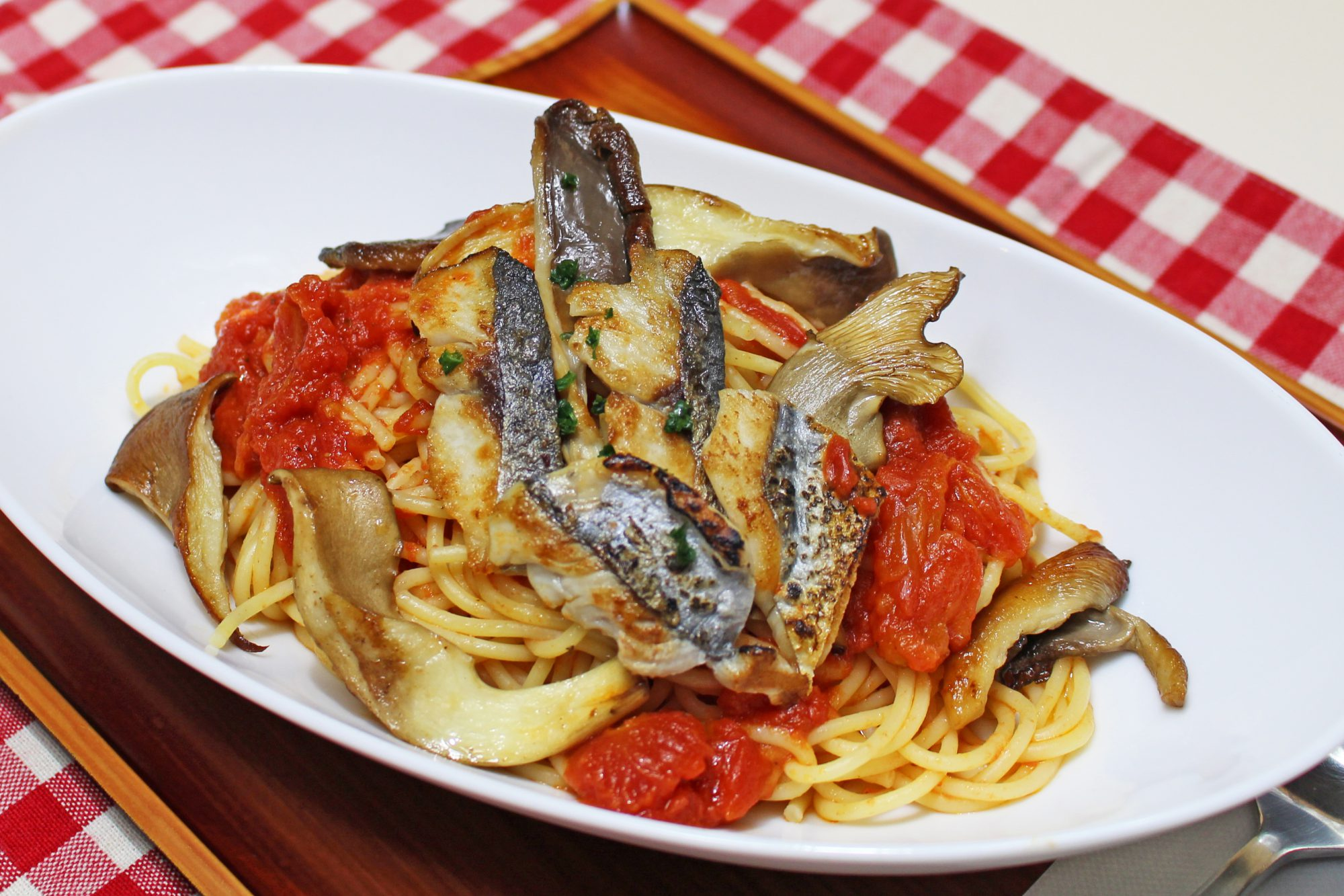 地魚とトマトのきのこパスタ
